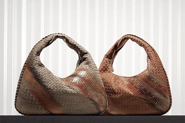 Không cần Logo nhưng những sản phẩm của Bottega Veneta luôn tôn vinh phong cách của người sử dụng.